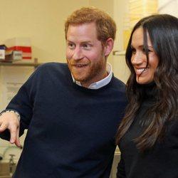 El Príncipe Harry y Meghan Markle, muy sonrientes en Edimburgo