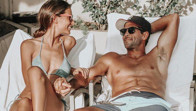 Ana Boyer y Fernando Verdasco tomando el sol