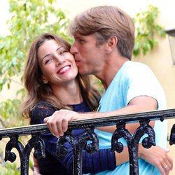 El Cordobés da un beso a su mujer, Virginia Troconis