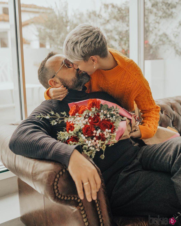 Laura Escanes y Risto Mejide, con un ramo de rosas en San Valentín 2018