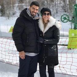 Luis Suárez, muy sonriente junto a su mujer, Sofía Balbi