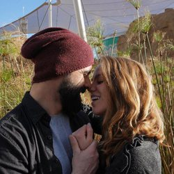 Jonathan y Yoli posan muy enamorados