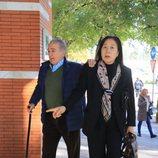Bernardo Pantoja con su pareja llegando al entierro de Manuela Pantoja
