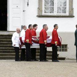 El cuerpo sin vida de Enrique de Dinamarca pone rumbo a Amalienborg