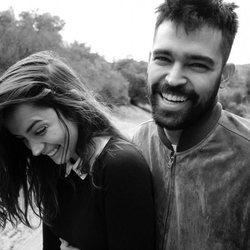 Ana de Armas y Alejandro Pineiro muy sonrientes y felices