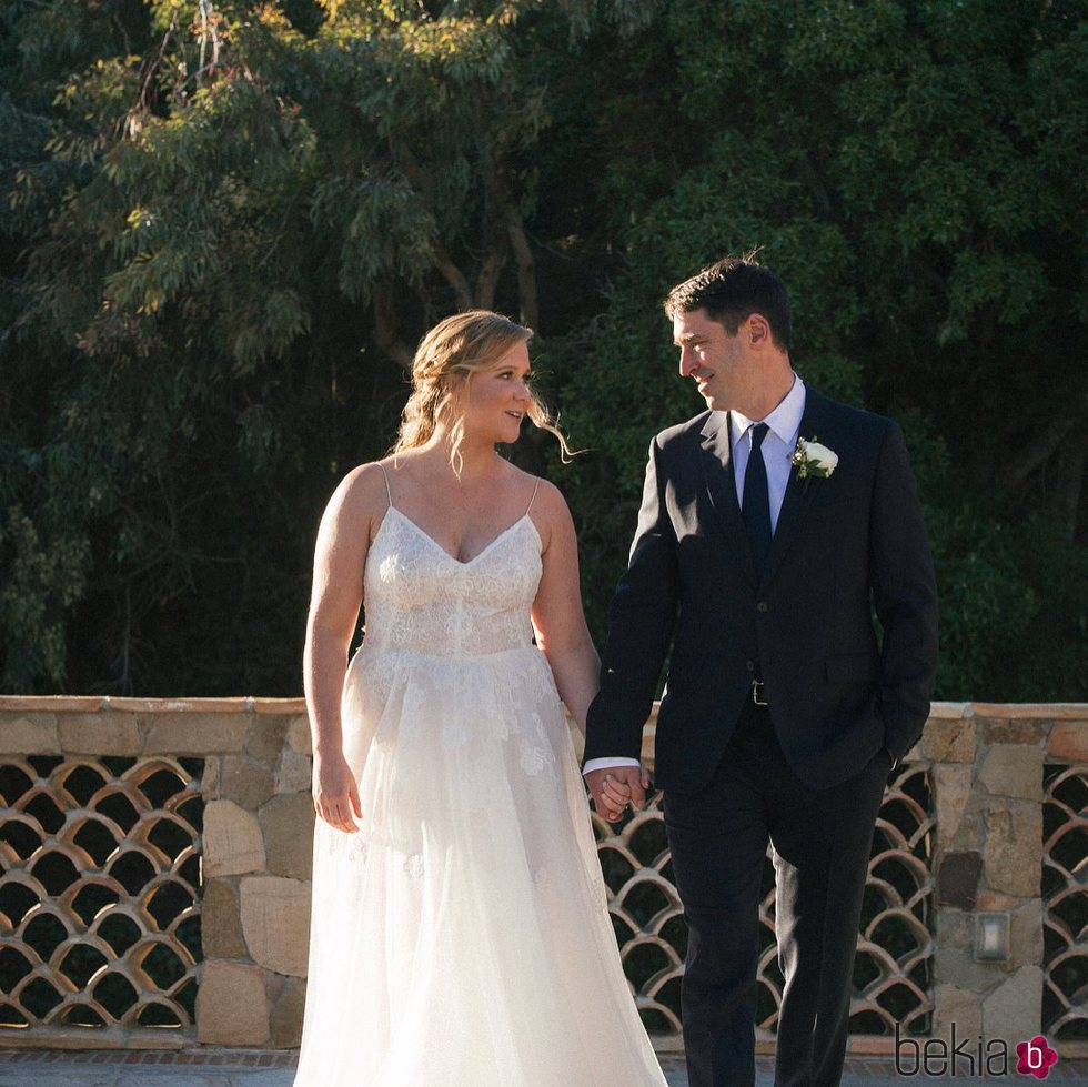 Amy Schumer en su boda con Chris Fischer