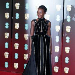 Lupita Nyong'o en la alfombra roja de los Premios BAFTA 2018