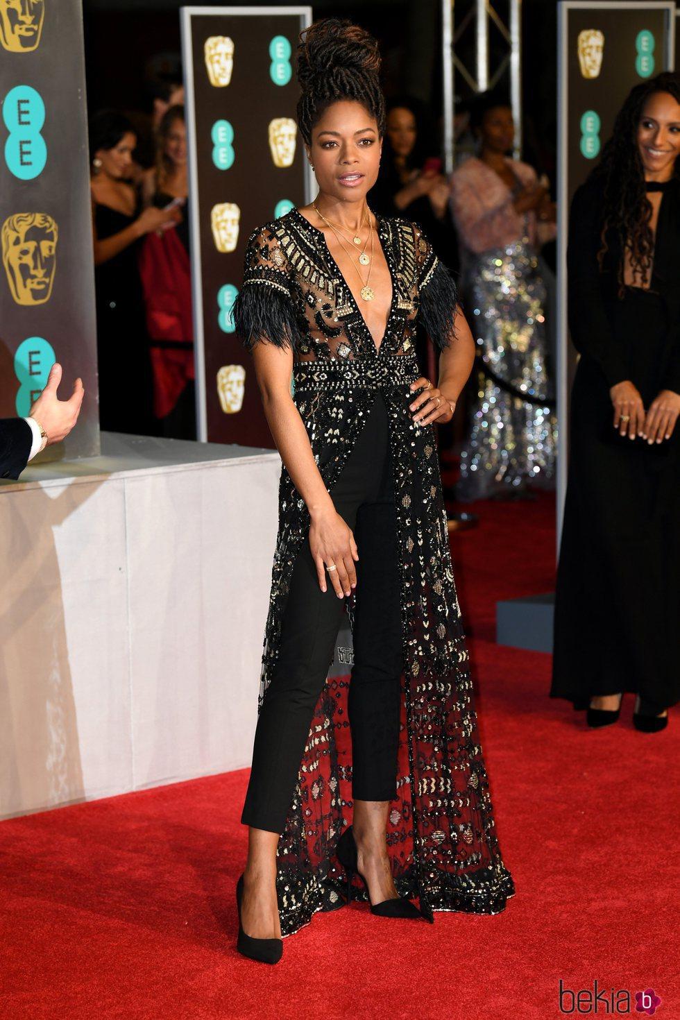 Naomie Harris en la alfombra roja de los Premios BAFTA 2018