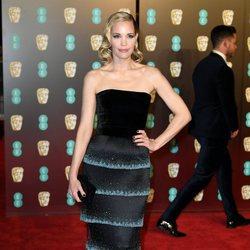 Leslie Bibb en la alfombra roja de los Premios BAFTA 2018