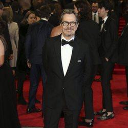 Gary Oldman en la alfombra roja de los Premios BAFTA 2018