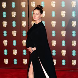 Rebecca Ferguson en la alfombra roja de los Premios BAFTA 2018