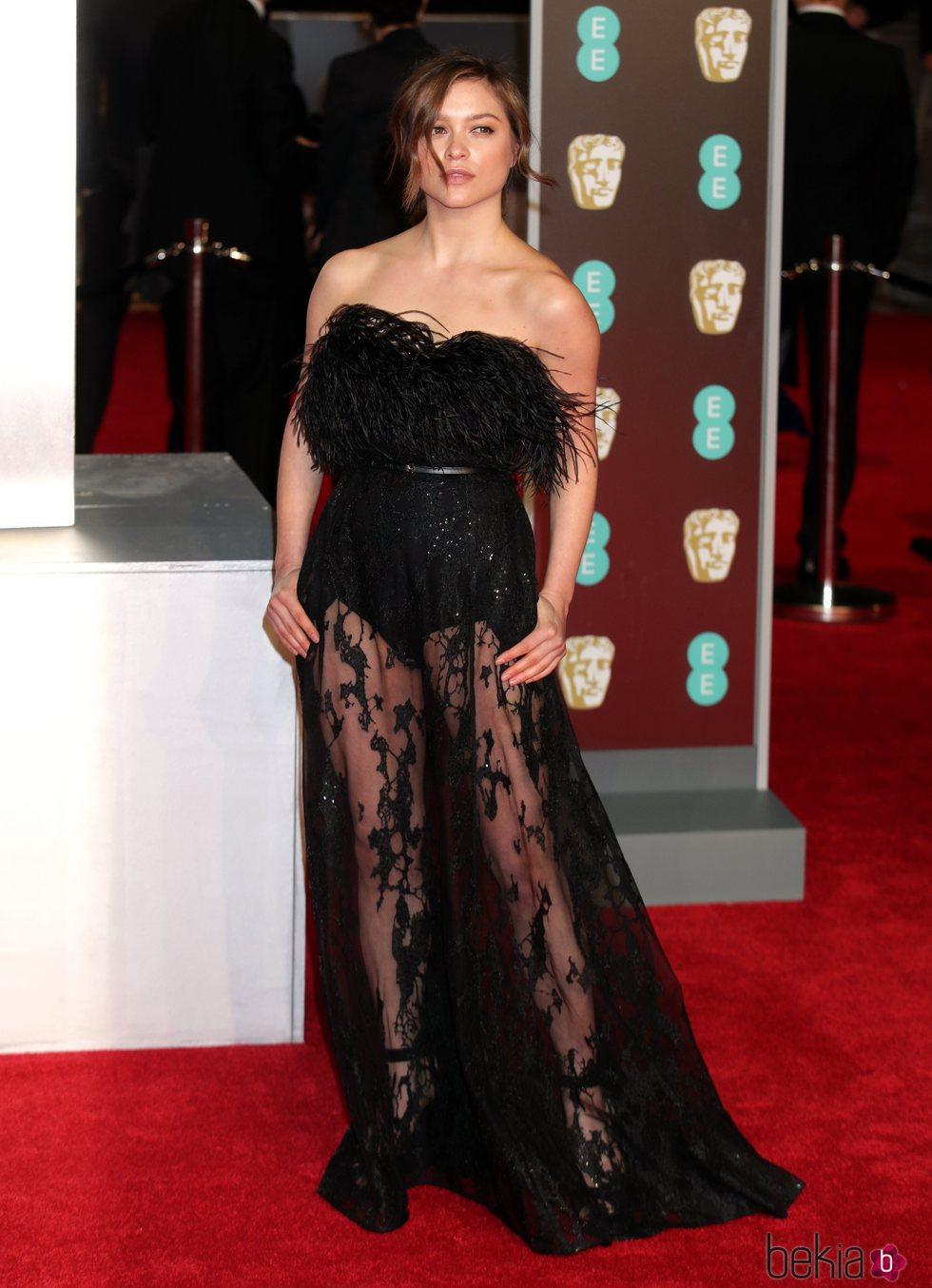 Sophie Cookson en la alfombra roja de los Premios BAFTA 2018