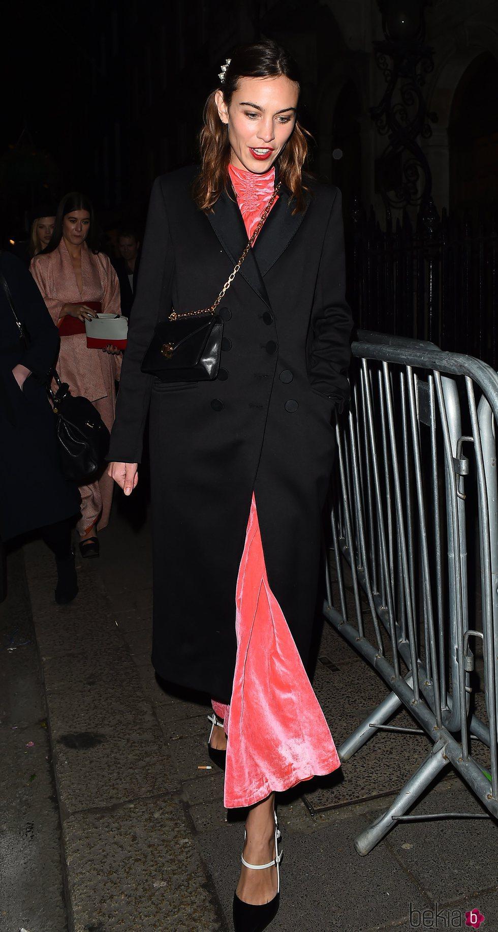 Alexa Chung en la fiesta de Vogue tras los BAFTA
