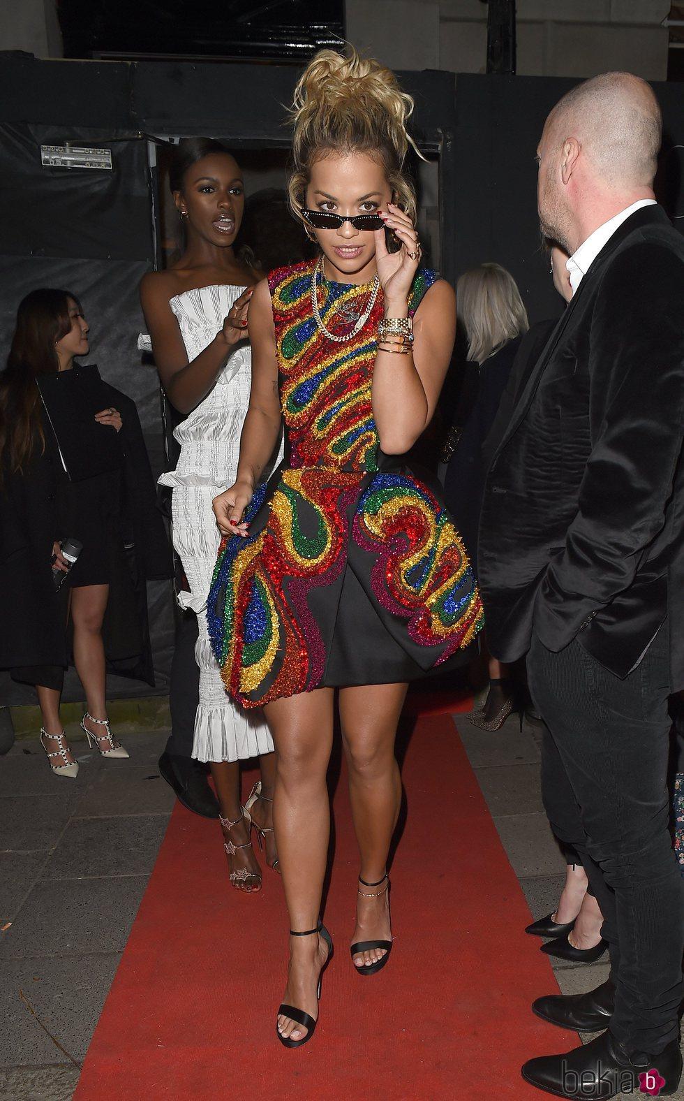Rita Ora en la fiesta de Vogue tras los BAFTA