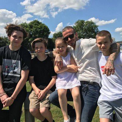 David Beckham junto a sus hijos Brooklyn, Romeo, Cruz y Harper Seven
