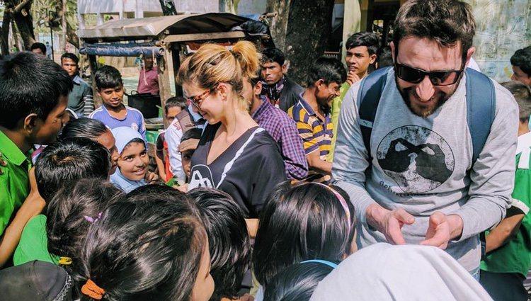 Los actores Clara Lago y Dani Rovira, de misión benéfica por Bangladesh