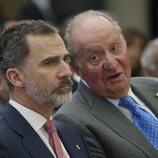 El Rey Felipe y el Rey Juan Carlos en la entrega de los Premios Nacionales de Deporte 2016