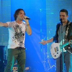 David Bisbal y Alejandro Sanz en un concierto durante la gira 'Paraíso Express'