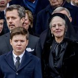 Federico y Margarita de Dinamarca y el Príncipe Christian en el funeral de Enrique de Dinamarca
