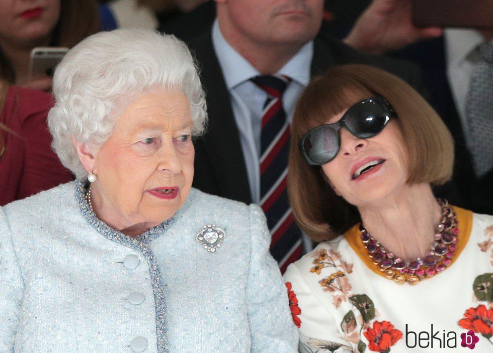 La Reina Isabel y Anna Wintour en la London Fashion Week 2018