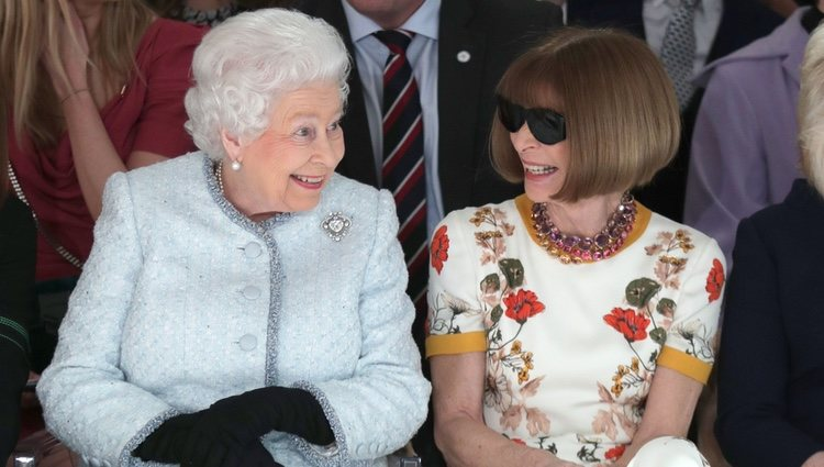La Reina Isabel y Anna Wintour, muy cómplices en la London Fashion Week 2018