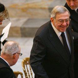 Constantino de Grecia sonríe en el funeral de Enrique de Dinamarca