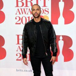 Marvin Humes en la alfombra roja de los Brit Awards 2018