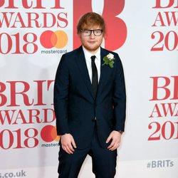 Ed Sheeran en la alfombra roja de los Brit Awards 2018