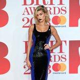 Hailey Baldwin en la alfombra roja de los Brit Awards 2018