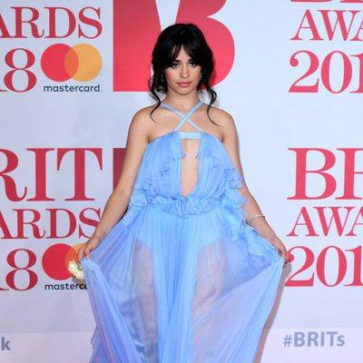 Camila Cabello en la alfombra roja de los Brit Awards 2018