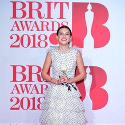 Millie Bobby Brown en la alfombra roja de los Brit Awards 2018