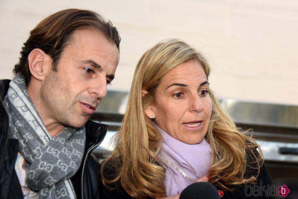 Arantxa Sánchez Vicario y Josep Santacana, juntos en el entierro de Emilio Sánchez en Barcelona