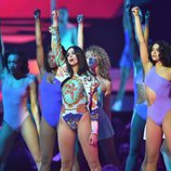 Dua Lipa en el escenario de los Brit Awards 2018