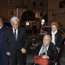 Chiquetete y Carmen Gahona, de la mano en la misa por Manuela Pantoja