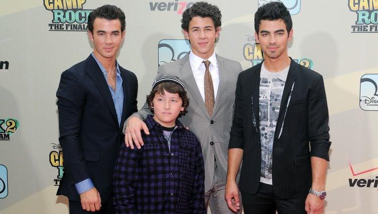 Los hermanos Kevin, Nick, Joe y Frankie Jonas en el estreno de la película 'Camp Rock 2'