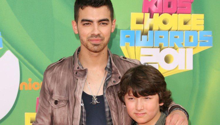 Joe y Frankie Jonas en los Kids' Choice Awards 2011