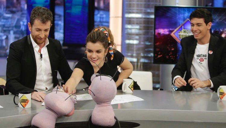 Amaia y Alfred junto a Pablo Motos en 'El Hormiguero'
