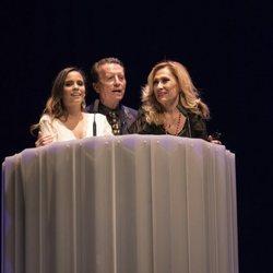 Ortega Cano junto a Rosa Benito y Gloria Camila