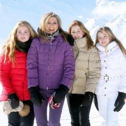 Máxima de Holanda con sus hijas en su posado invernal en Lech