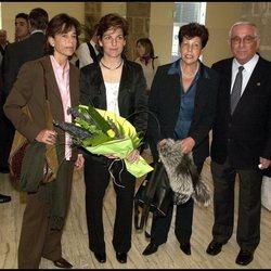 Arantxa Sánchez Vicario junto a su hermana Marisa y sus padres