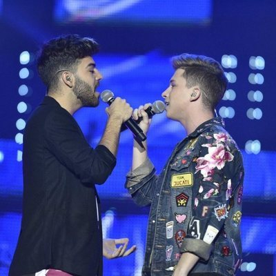 Agoney y Raoul durante el primer concierto de la gira de 'OT 2017' en Barcelona
