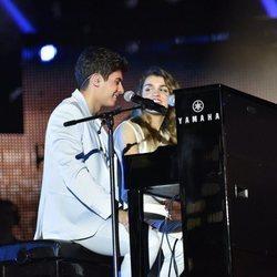 Amaia y Alfred al piano en el primer concierto de la gira de 'OT 2017' en Barcelona