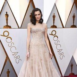 Allison Williams en la alfombra roja de los Premios Oscar 2018