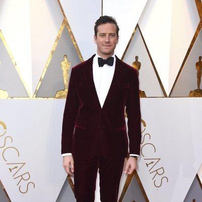 Armie Hammer en la alfombra roja de los Premios Oscar 2018