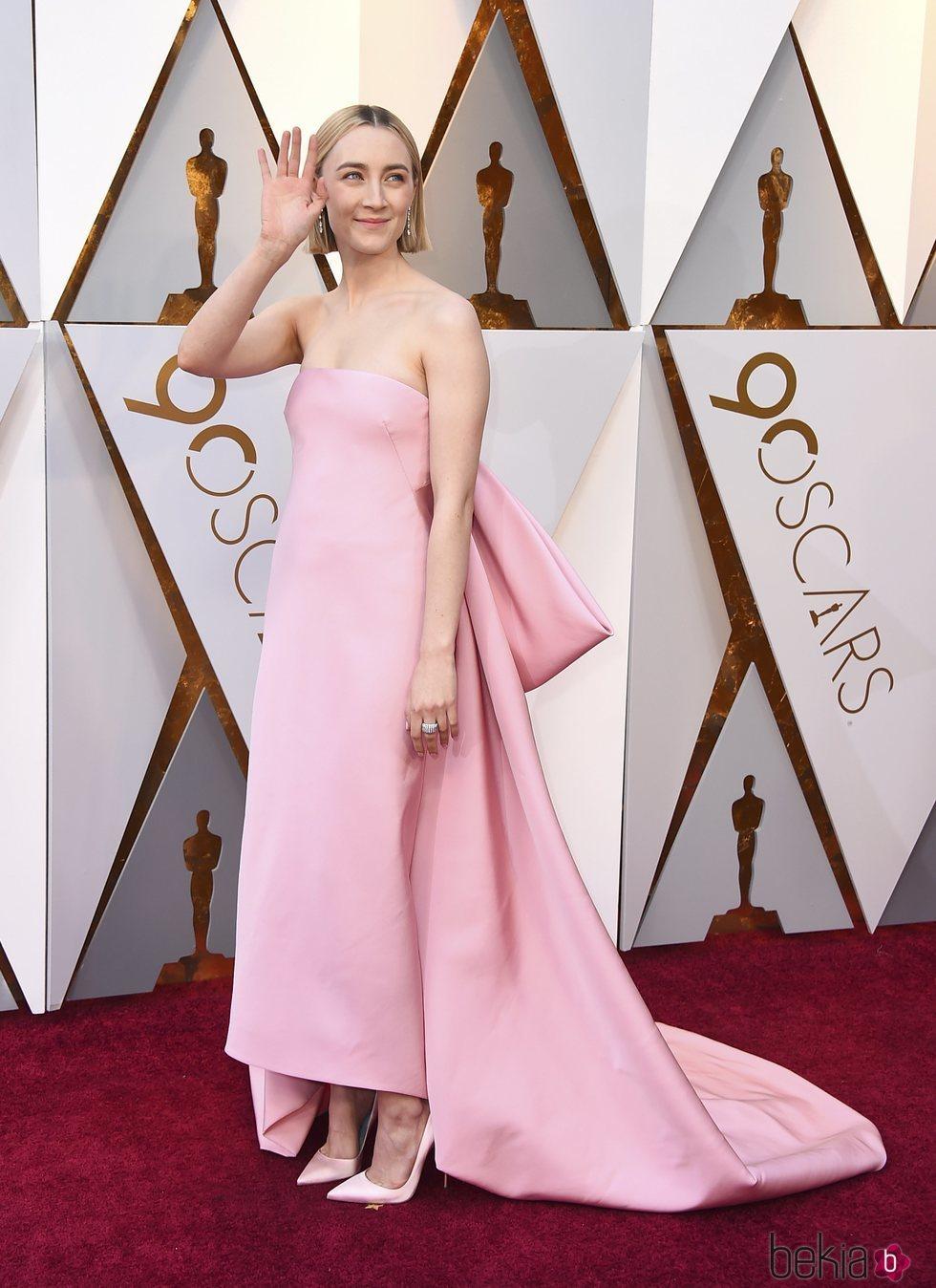 Saoirse Ronan en la alfombra roja de los Premios Oscar 2018