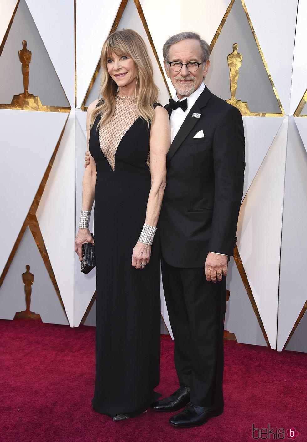 Steven Spielberg y Kate Capshaw en la alfombra roja de los Premios Oscar 2018