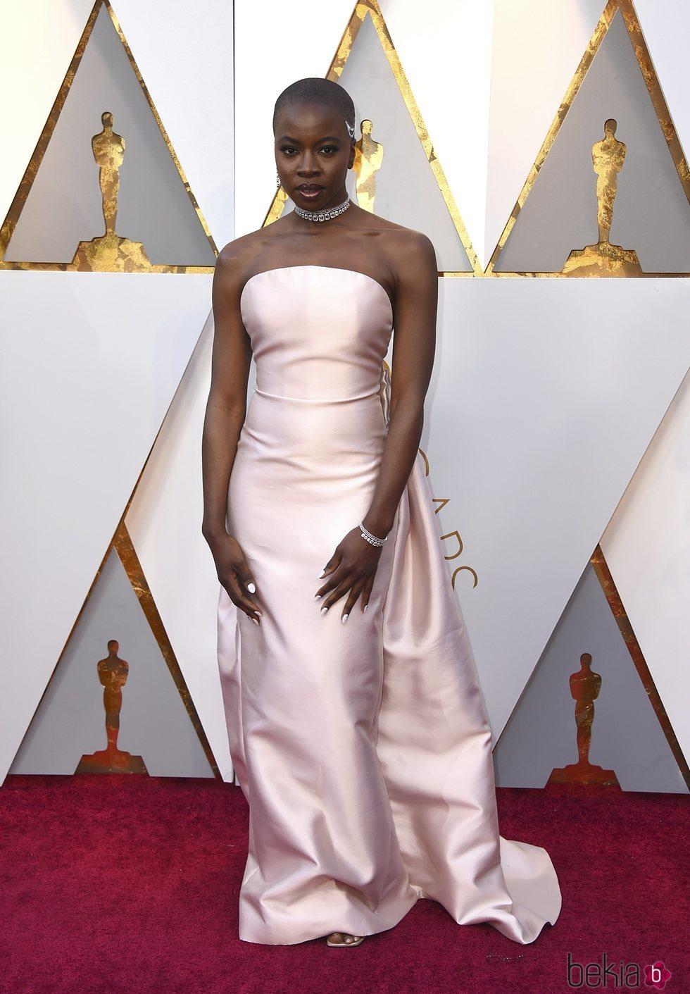 Danai Gurira en la alfombra roja de los Premios Oscar 2018