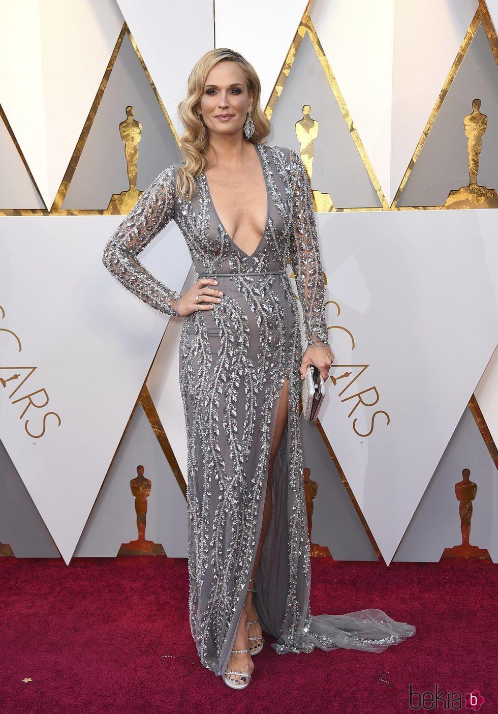 Molly Sims en la alfombra roja de los Premios Oscar 2018