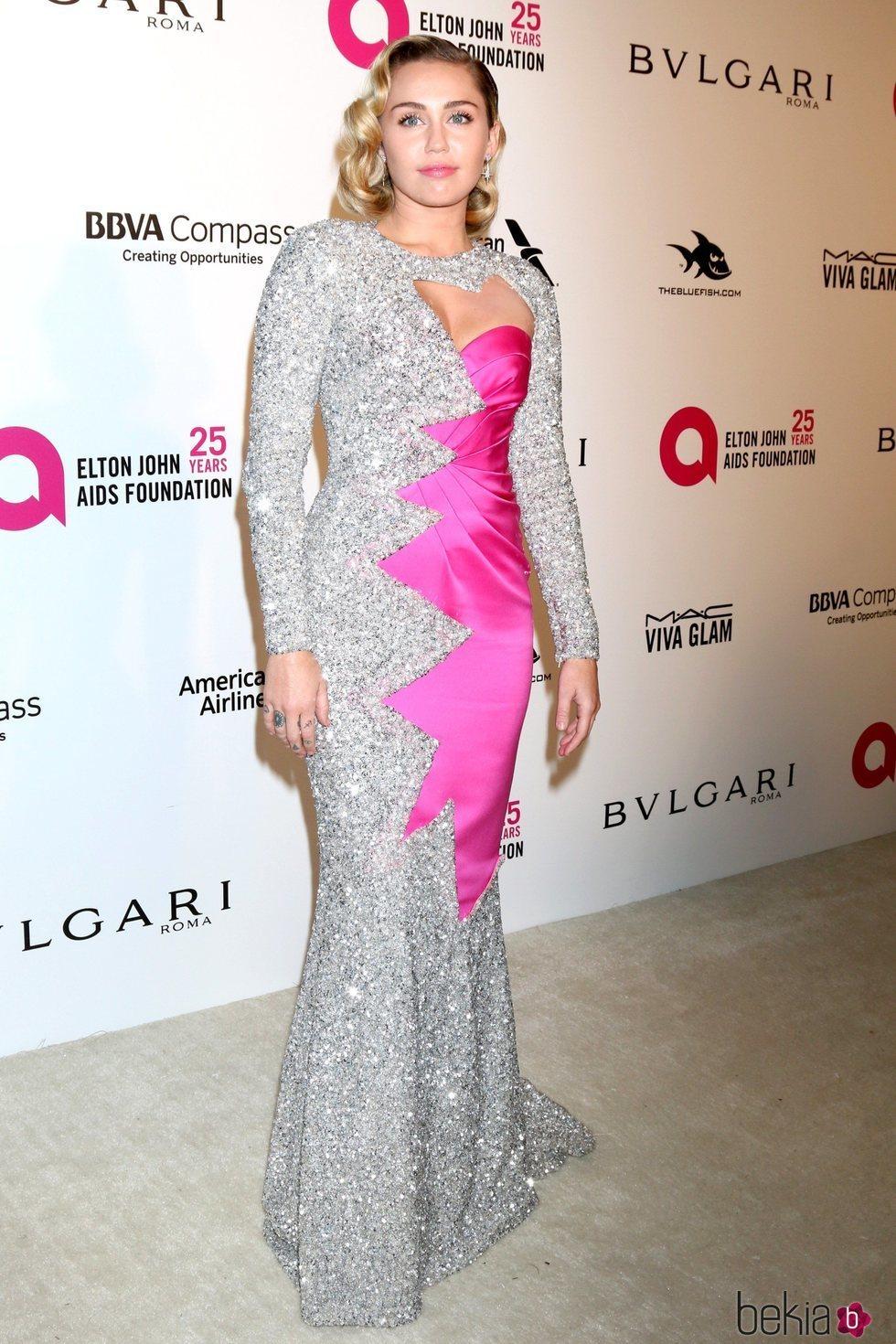 Miley Cyrus en la fiesta de la Fundación Elton John tras los Oscar 2018