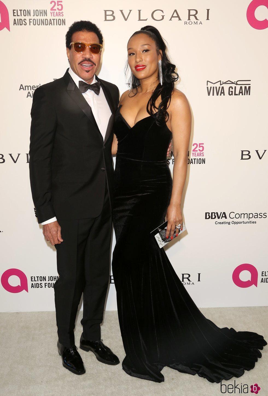 Lionel Richie y Lisa Parigi en la fiesta de la Fundación Elton John tras los Oscar 2018